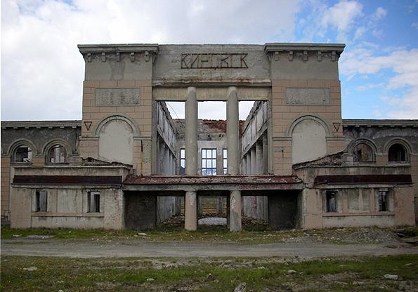 Заброшенный жд вокзал в Кировске - заброшки Кировска фото