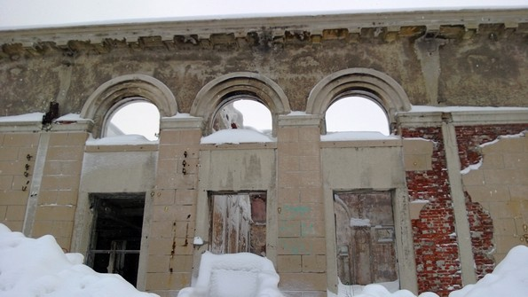 заброшенный жд вокзал в Кировске фото
