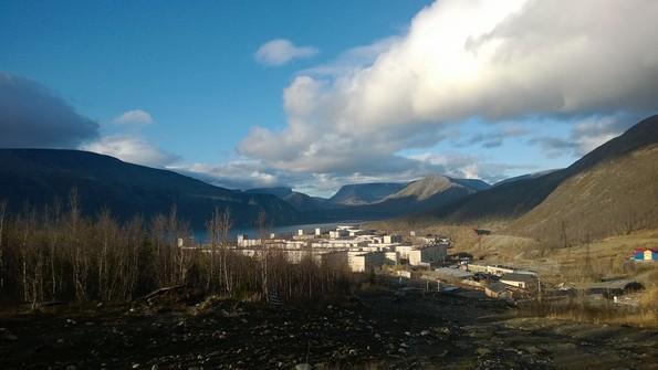 Город Кировск Мурманской области - вид на озеро Большой Вудъявр и горы