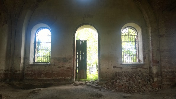 Церковь Космы и Дамиана в селе Гремяки - фото