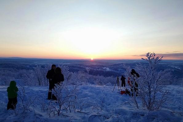 Мурманчане встречают солнце после полярной ночи